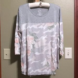 Maurices 24/7 3/4 Length Sleeve Floral Camo Top